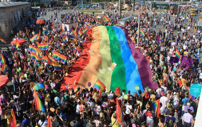 gay pride parade:
